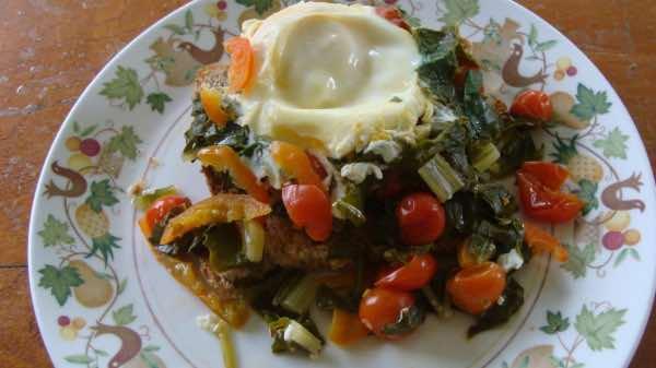 Arugula eggs Florentine makes a very low GI non fattening breakfast.
