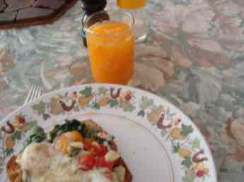 Fresh orange juice with eggs Florentine