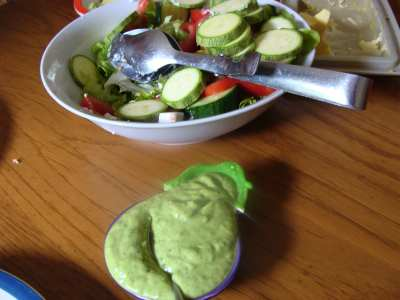 Healthy spinach dip is rich in magnesium.