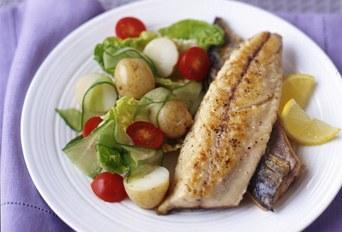 Mackerel recipes with salad.