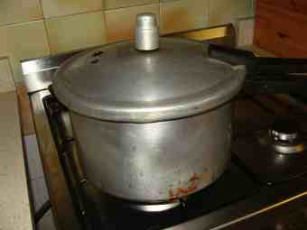 Pressure cooker old.