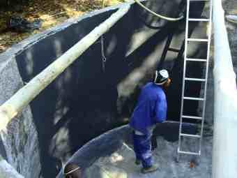 Sealing the rainwater reservoir.