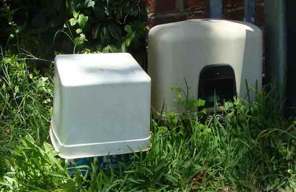 solar gate battery with ice-cream container cover