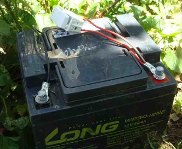 Solar gate battery