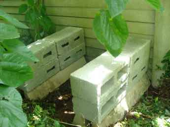 Blocks to support your worm farm