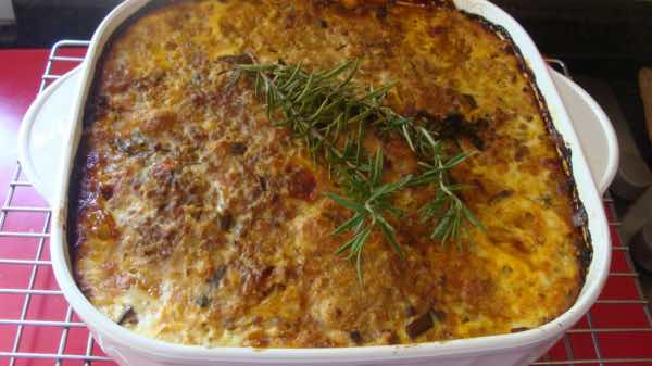 Hot and spicy bobotie with chickpeas and ground beef.
