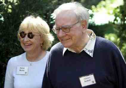 Warren Buffett and his wife talk about frugal living.