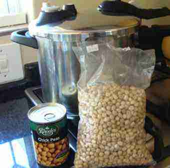 Chickpeas dried and canned.